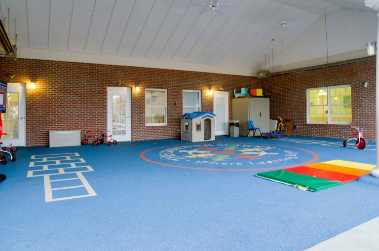 louisville preschool outside